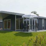 """Ferienpark """"DroomPark Schoneveld"""" Breskens: Chalet Typ F 6 mit luxuriöser Terrasse"""